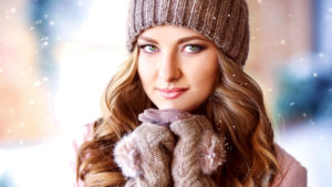 Jak zadbać o włosy zimą